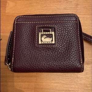 Dooney & Bourke Pebble Grain Sm Zip Around Wallet